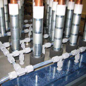 Magnete ausgefahren im Behälter